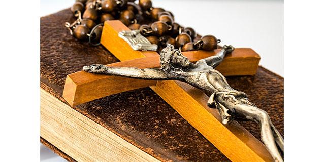 bible et crucifix